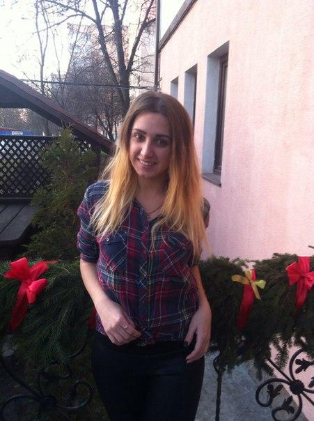 Аня, 19 років вчителька