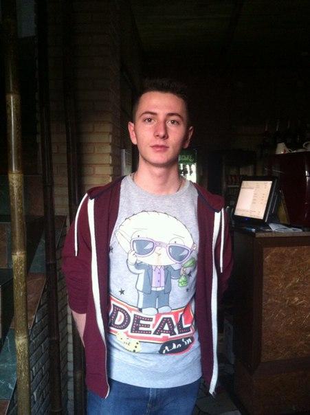 Володимир, 20 років бармен