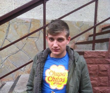 Роман, 22 років бармен